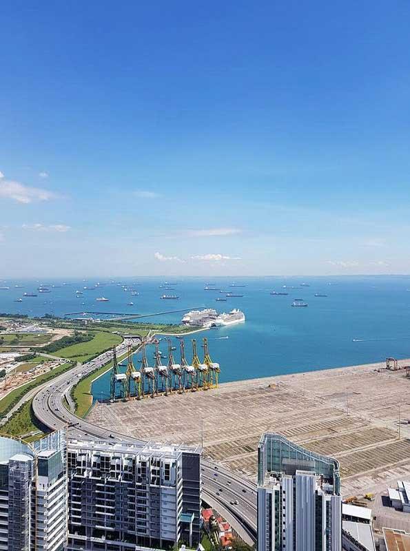 湾に停泊する豪華客船(シンガポール賃貸のMikanのシンガポール日記)